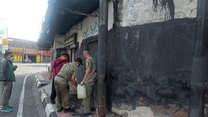 Jokowi Kunjungi Jogja, Mural-mural Bernada Kritikan di Beberapa Sudut Kota Dihapus