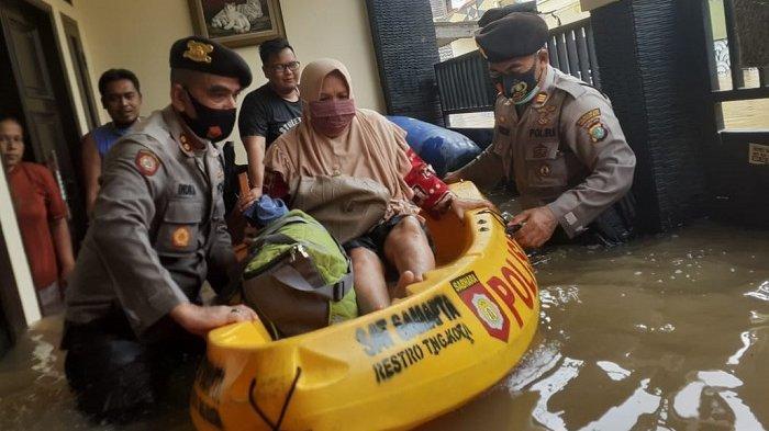 Ribuan Personel TNI-Polri Dikerahkan Bantu Korban Banjir di Jadetabek Dalam Dua Hari Ini