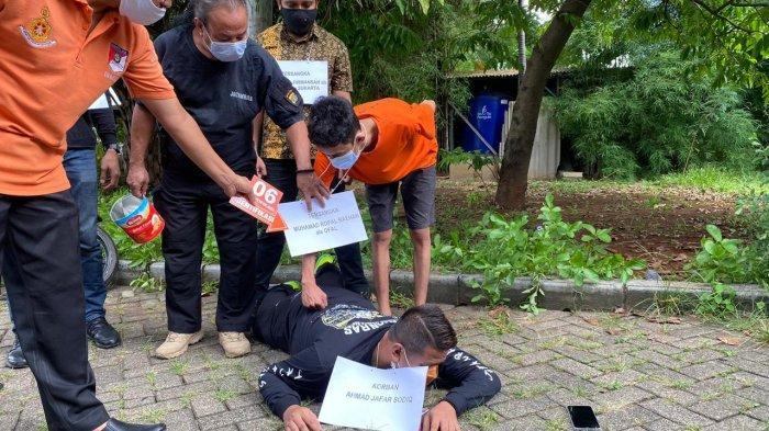 Detik-detik Polisi Dikeroyok Saat Unjuk Rasa, Dilempar Kaleng Hingga Piring Sate
