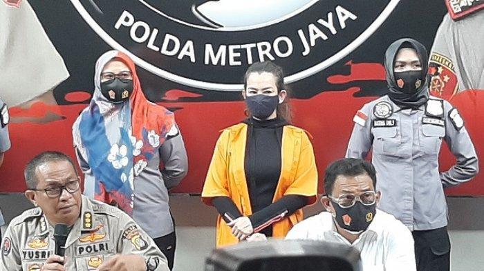 Polisi menghadirkan Reza Artamevia dalam konferensi pers di Mapolda Metro Jaya, Minggu (6/9/2020).