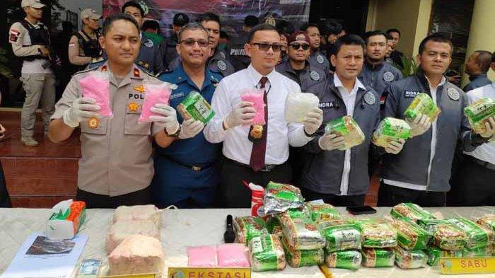Lima Pengedar Narkoba Membawa 44 Kilogram Sabu dan 20.000 Butir Ekstasi