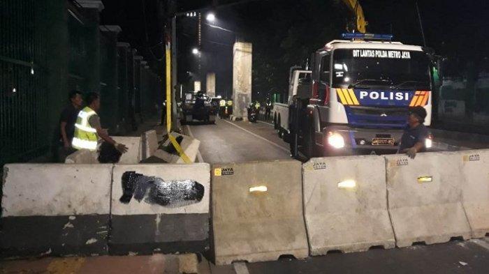 Meski Belum Dapat Pemberitahuan Demonstrasi Mahasiswa, Polisi Tutup Jalan Depan DPR Sejak Senin Pagi