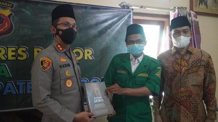 Polres Bogor bersama Nahdlatul Ulama (NU) dan GP Ansor Kabupaten Bogor gelar bakti sosial, pada Rabu (3/4/2021).