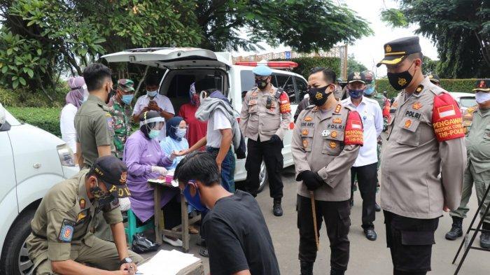 Polresta Tangerang, Kodim 0510 Tigaraksa, dan Pemkab Tangerang melaksanakan Operasi Yustisi pada Rabu (6/1/2021). Operasi digelar di kawasan perumahan Desa Pasir Jaya, Kecamatan Cikupa, Kabupaten Tangerang.