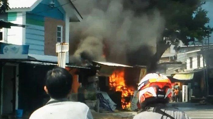 BREAKING NEWS: Kebakaran di Pondok Rumput Tebet, 13 Mobil Pemadam Dikerahkan