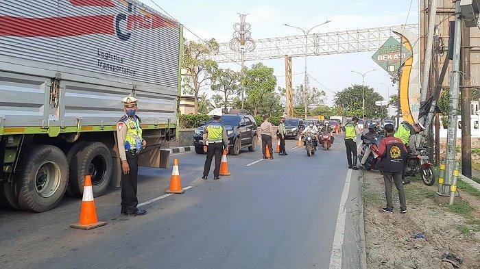 Posko Penyekatan PPKM Darurat di Kedungwaringin Bekasi-Karawang, Kendaraan Dipaksa Putar Balik