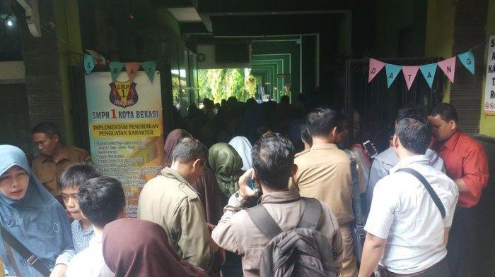 VIDEO: Suasana Hari Pertama Pra PPDB di Kota Bekasi, Padat
