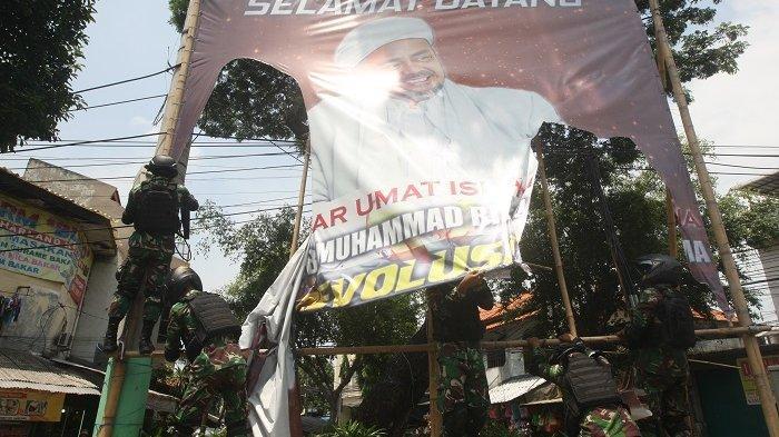 Wagub DKI Tegaskan, Penurunan Baliho Liar Kewajiban Satpol PP