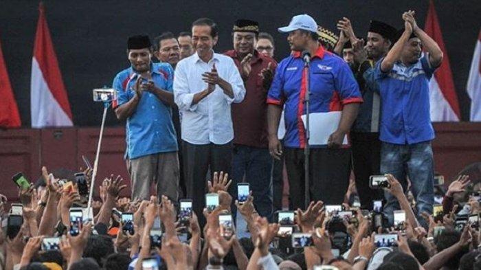 Dipanggil Pak Kiai oleh Penjual Sayur di Magelang, Jokowi: Apa Mungkin Saya Sudah Pantes?