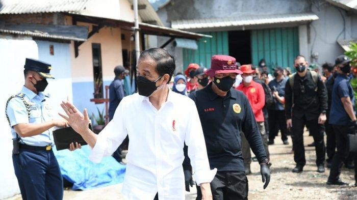 Presiden Jokowi Cek Vaksinasi Door To Door BIN di Perkampungan Nelayan Cilacap