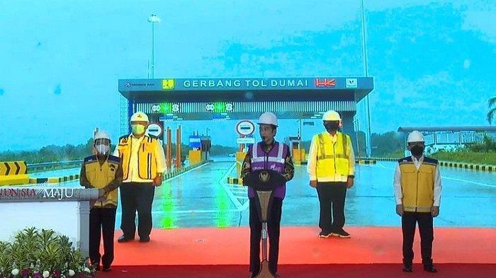 Presiden Jokowi meresmikan Jalan Tol Pekanbaru-Dumai lewat video conference dari Istana Kepresidenan Bogor, Jumat (25/9/2020).