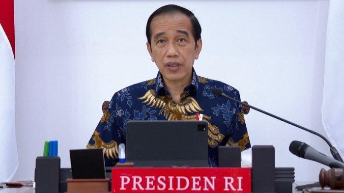 Presiden Jokowi saat memimpin rapat evaluasi PPKM. Tiga hari terakhir angka covid-19 di Indonesia alami penurunan, meski demikian presiden Jokowi minta tak euforia berlebihan, PPKM tetap diperpanjang dan diminta waspada.