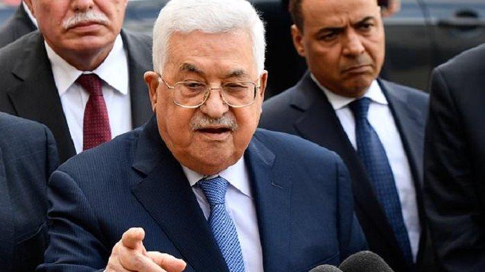 Presiden Palestina Mahmoud Abbas bantu 42.000 dolar AS atau setara Rp 599 juta kepada keluarga warga Palestina yang diduga membunuh 2 orang Israel tahun 2015.
