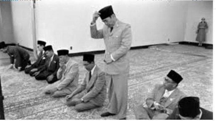 Presiden Soekarno Gagal Ditembak Mati Saat Salat Ied, Bayangannya Berpindah-pindah, Penembak Bingung
