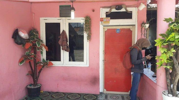 BREAKING NEWS: Beginilah Suasana Rumah Ustaz Gondrong Pengganda Uang Pakai Jenglot di Bekasi