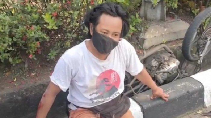 Pria yang diduga menjadi pelaku begal payudara di Kemayoran, Jakarta Pusat usai dikejar dan ditangkap warga