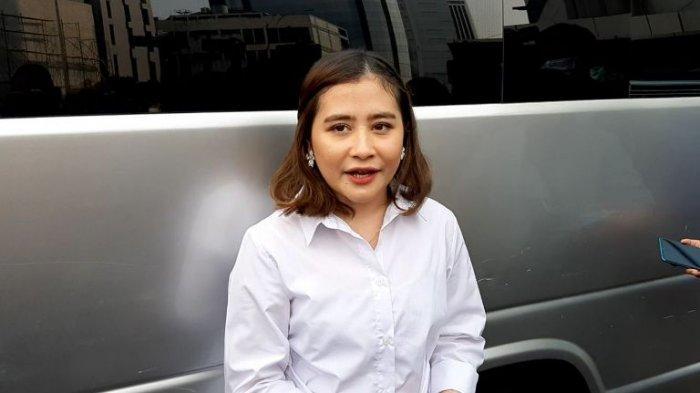 Prilly Latuconsina setelah syuting di TransTV, Jalan Kapten Tendean, Mampang Prapatan, Jakarta Selatan, Jumat (29/5/2020).