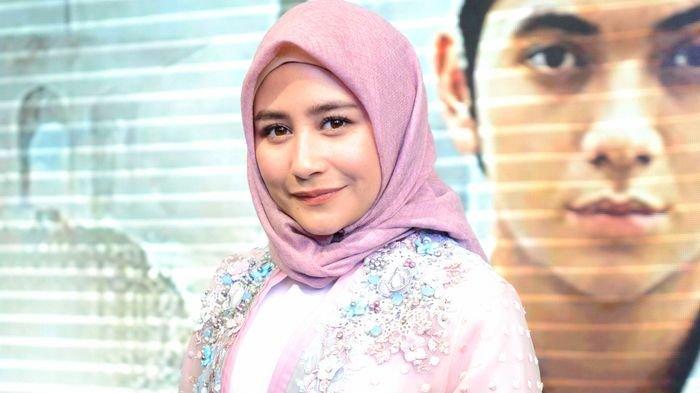 Prilly Latuconsina Didukung Kekasih Maxime Bouttier Saat Pakai Hijab