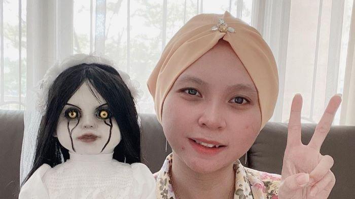Selebgram Priscilia Wibowo mengaku memiliki 150 boneka berwajah menyeramkan yang dikumpulkannya sejak Mei 2020.