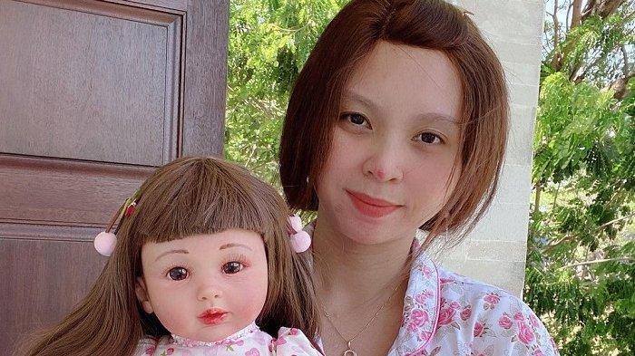 Selebgram Priscilia Wibowo memiliki 150 boneka arwah sebagai koleksi.