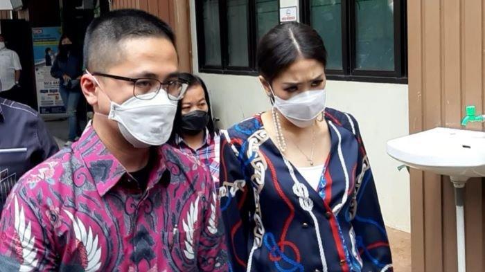 Istri Lukman Sardi Terlihat Menjalani Sidang di Pengadilan Agama Jakarta Selatan, Ada Masalah Apa?