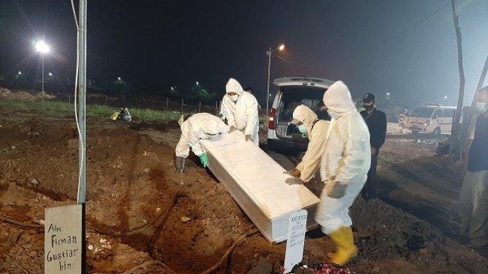 Rekor! 200 Jenazah Covid-19 Dimakamkan di TPU Rorotan dalam Satu Hari