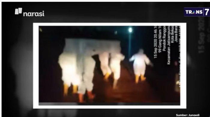 Prosesi pemakaman jenazah covid-19 di TPU Pondok Rangon