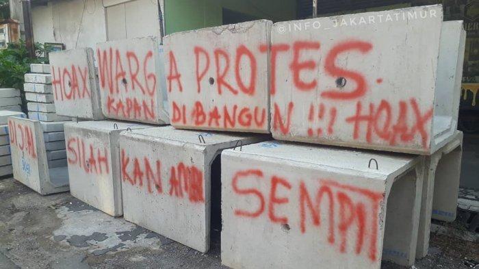 Proyek Mangkrak, Beton Saluran Air di Pulogadung Jadi Tempat Vandalisme
