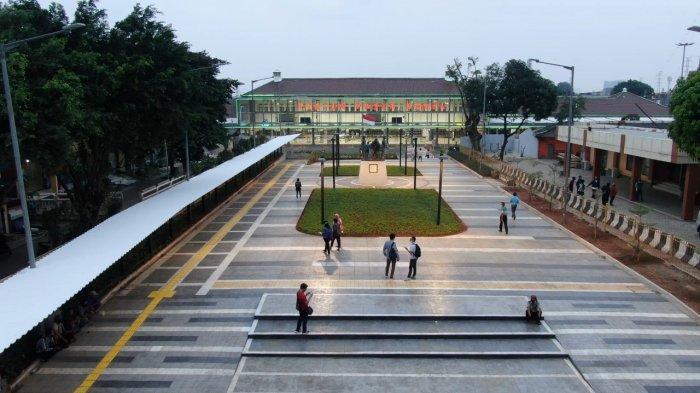 Percantik Transit Hub Stasiun Pasar Senen, Transjakarta PasangKanopi dan Totem Wayfinding