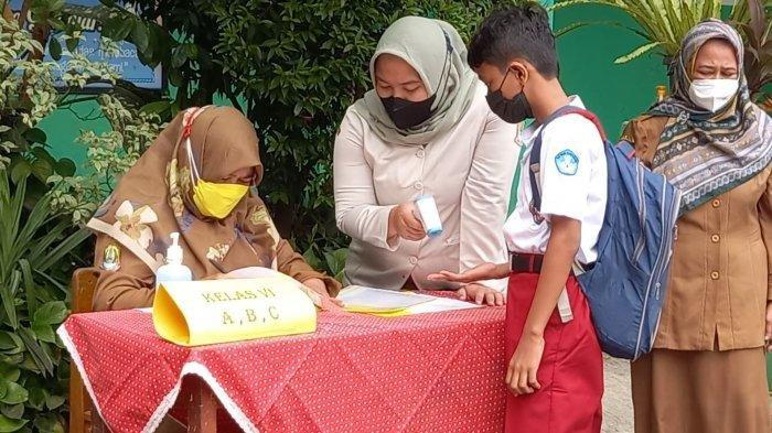 SDN Bekasi Jaya V Terapkan Antar Jemput untuk Lindungi Anak Murid dari Virus Covid-19