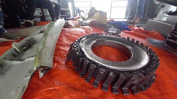 Puing Pesawat dan Bagian Mesin Ditemukan, Diduga dari Pesawat Sriwijaya Air SJ 182