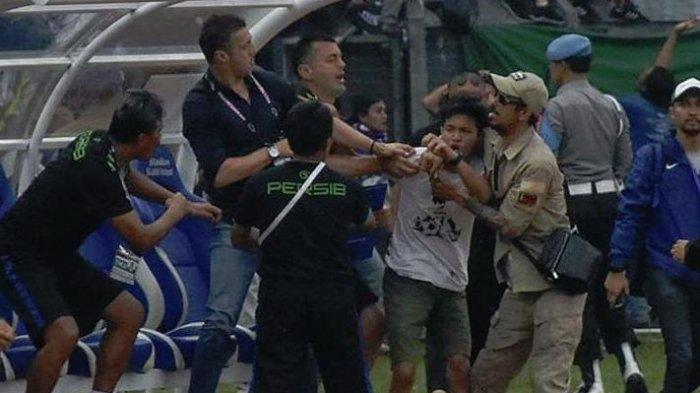 Pemukulan Pelatih Persib Miljan Radovic Oleh Bobotoh Jadi Sorotan Media Asing, Indonesia Culture?