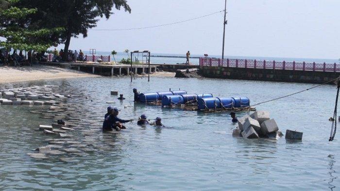 Pemasangan Kubus Masif 1.500 Unit di Jembatan Cinta Pulau Tidung untukCegah Abrasi