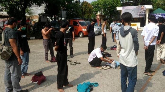 Berniat Ikut Demo, Puluhan Pelajar dari Karawang Diamankan Polisi di Pasar Ular Koja