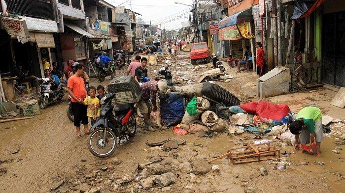 Update Kondisi Perumahan Pondok Gede Permai yang Terdampak Banjir Terparah Masih Penuh dengan Lumpur