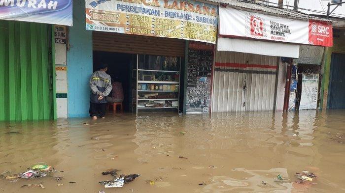 Masih Terendam Banjir, Pusat Bisnis di RA Kartini Bekasi Lumpuh Total