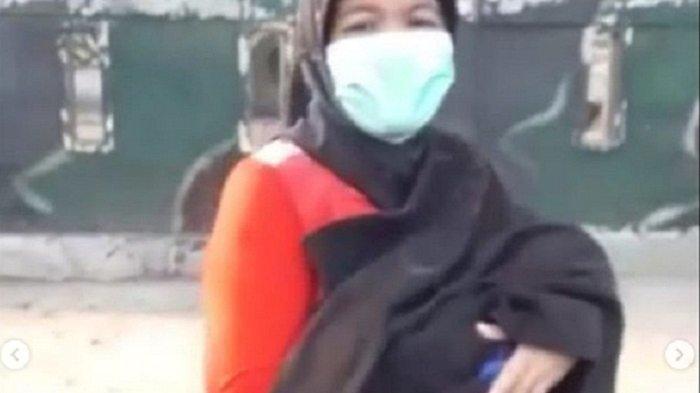 Jalan Kaki Ibu Gendong Jenazah Bayi yang Baru Dilahirkan, Akhirnya Polisi Beri Tumpangan
