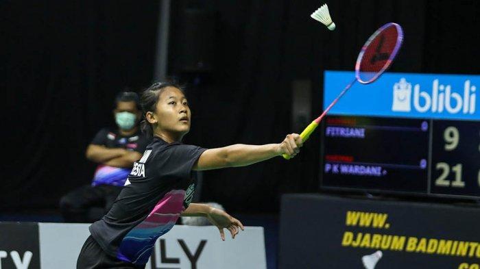 Putri Kusuma Wardani dari tim Harimau dengan mengalahkan Fitriani dengan skor 21-9, 24-22.