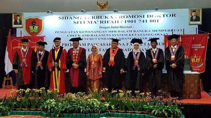 Putri Sulung Wapres Maruf Amin Raih Gelar Doktor dari Unkris dengan Predikat Sangat Memuaskan