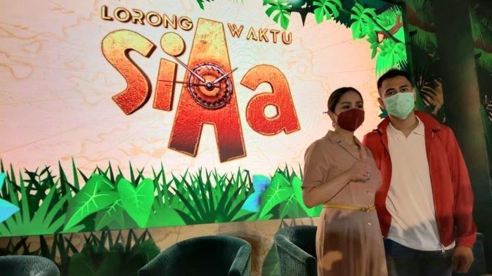 Raffi Ahmad dan Nagita Slavina disela peluncuran animasi Lorong Waktu Si Aa di kawasan Dharmawangsa, Kebayoran Baru, Jakarta Selatan, Selasa (15/12/2020).