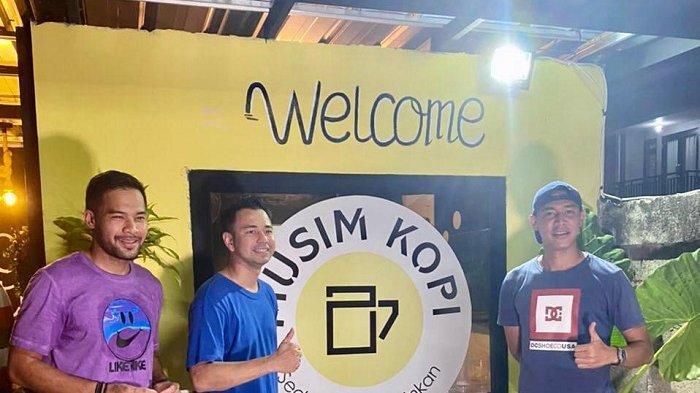 Kapten Bhayangkara Solo FC Indra Kahfi Join Dengan Kiper Persija Andritany Ardhiyasa Buka Cafe Kopi