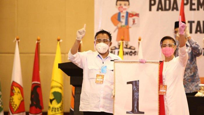 Rahayu Saraswati Djojohadikusumo bersama Wanto Sugito, Ketua DPC PDI Perjuangan Tangerang Selatan ketika menghadiri pengundian nomor urut kandidat Pilkada Tangsel yang digelar Komisi Pemilihan Umum (KPU) di Swiss Belhotel, Intermark BSD, Serpong, Tangsel pada Kamis (24/9/2020). Dalam kesempatan Saraswati tidak didampingi Muhamad yang kelelahan setelah blusukan.