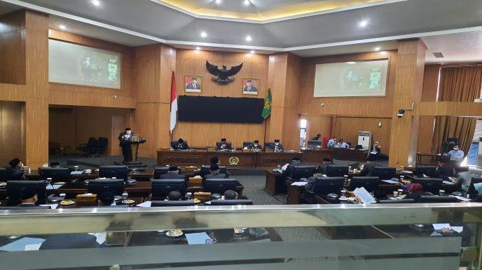 Di DPRD Kabupaten Bogor,Iwan Setiawan Sampaikan Raperda Perubahan RPJMD dan Tukar Guling Aset