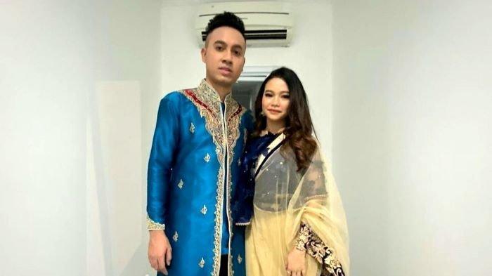 Gunawan LIDA dan Rara LIDA dikabarkan menjalin kisah cinta setelah sama-sama berjuang di ajang pencarian bakat Liga Dangdut Indonesia (LIDA). Di akhir September 2021 ini mereka sedang menyiapkan single duetnya.