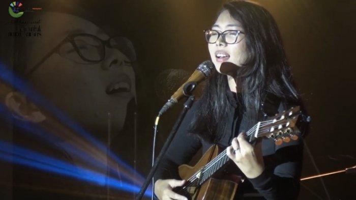 Beri Dukungan Untuk Petani Perempuan, Rara Sekar Nyanyikan 'Perempuan' dan 'Apati' di Konser Virtual