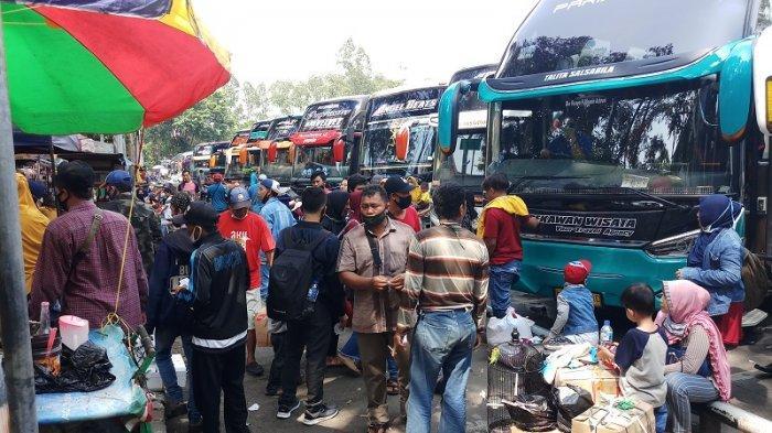 Terminal Poris Dipadati Warga yang Ingin Pulang Kampung Jelang Pemberlakuan Larangan Mudik