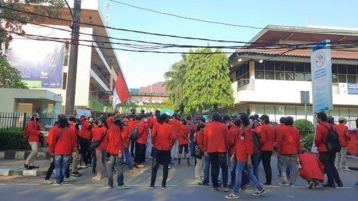 23 Dosen di Universitas Mercu Buana Dipecat Tiba-tiba Tanpa Membawa Pulang Uang Pesangon