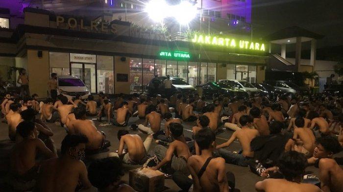 Kedapatan Ikut Aksi Unjuk Rasa, Ratusan Pelajar di Jakarta Utara Ditelanjangi Setengah Badan