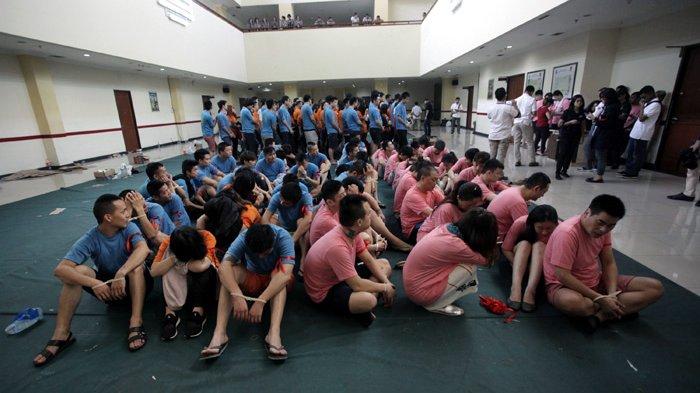 Susah Pulang Karena Pandemi Covid-19, 14 WNA di Jakarta Barat Dideportasi