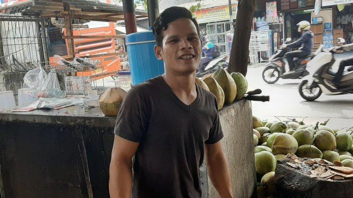 VIDEO: Wabah Virus Corona, Pedagang Kelapa Ijo Raup Untung Dua Kali Lipat